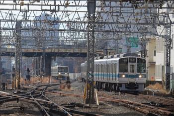 2019年1月5日 11時38分ころ、相模大野、駅手前で小田原線の上り列車が詰まってました。最終的に40メートルほどの間隔で並んでました。