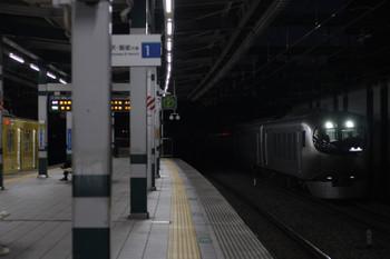 2019年1月7日 6時8分ころ、練馬、急行線を通過する001系の下り回送列車。左は2071Fの5407レ。