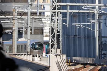 2019年1月13日 11時57分ころ、高田馬場~下落合、一旦停止の001系の上り試運転列車が動き出したら後退、この位置まで戻りました。