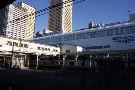 2010年1月2日、日暮里、JRホームから京成の駅を撮影。