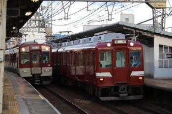2018年10月6日 16時52分ころ、今里、奈良線の尼崎ゆき普通と大阪線の鮮魚列車の送り込み回送が並びました。