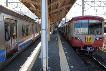 2019年1月5日 12時47分ころ、小田原、右が先発の5001ほかの大雄山ゆき。左は到着する5003ほか。