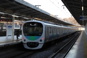 2019年1月14日 7時43分ころ、入間市、4番ホームを通過する30104Fの上り回送列車。