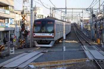 2019年1月17日、大泉学園、通過したメトロ10021Fの1812レ。