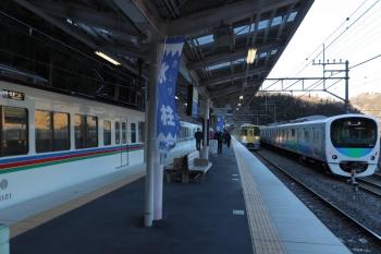 2019年1月27日 8時39分、芦ケ久保、右から、38110Fの下り回送列車、2075Fの5016レ、4021F+4019Fの1001レ。