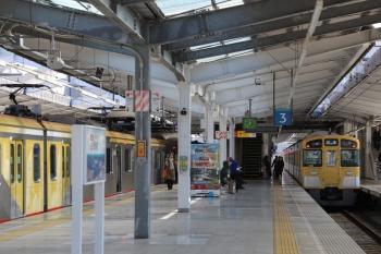 2019年1月27日 11時37分ころ、飯能、2・3番ホームから発車した2091Fの下り回送列車。左は東急4110Fの1708レ。