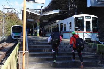 2019年1月27日 10時23分ころ、西吾野、左が38105Fの下り回送列車。右は5022レ。