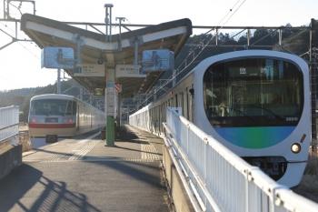 2019年1月27日 7時54分ころ、武蔵横手、38110Fの1本目の臨時各停 西吾野ゆき(右)と10105Fの70レ。