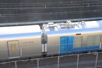 2019年2月3日、新秋津、到着した001系。飯能方から2両目だったと思いますが側扉が少し開いてて、カバーした上で、管が出てました。