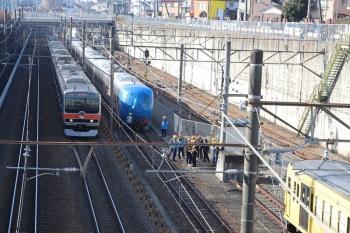 2019年2月3日、新秋津、西武線内を牽引する263Fと、到着した001系B編成、そして武蔵野線全線開業40周年HMを付けたE231系(E209系?)。