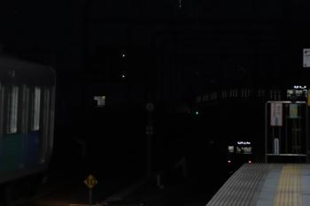 2019年2月11日 6時10分ころ、練馬、右から38111Fの5406レ、地下へ潜る6110Fの6506レ、5406レを待つ38107Fの上り回送列車。