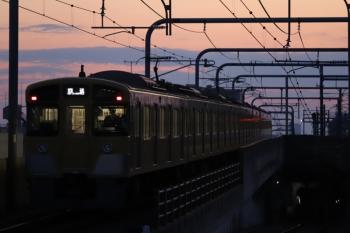 2019年2月17日 6時12分ころ。練馬。急行線を通過する2073Fの上り回送列車。