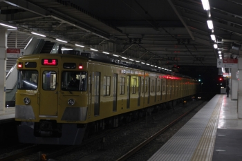 2019年2月27日 5時30分ころ。所沢。2番ホームを通過する2027Fの上り回送列車。