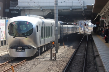 2019年3月2日 13時21分ころ。所沢。6番線に停車中の001-B編成。「回送」表示です。