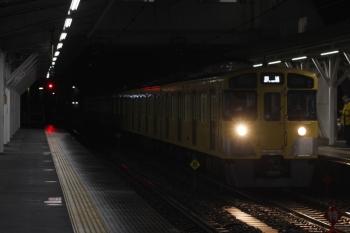 2019年3月4日 5時30分ころ。所沢。2番ホームを通過する2047Fの上り回送列車。