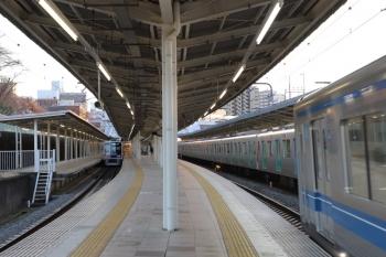 2019年3月9日。入間市。発車した6152Fの4149レ(左)と40104F?の2162レの間に割り込んできた20153Fの下り回送列車。