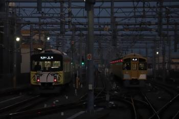 2019年3月9日。石神井公園。20158F(999)の5203レ(左)と6番線で準備中の2077F。