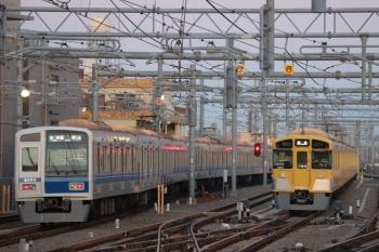 2019年3月9日。石神井公園。6158F(LAIMO)の6501レ(左)と発車を待つ2077F。