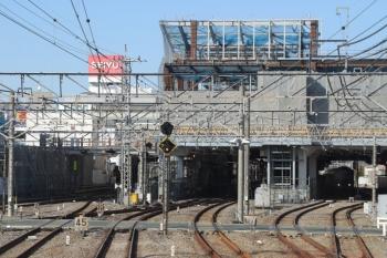 年3月9日。所沢。駅の上に建物製作中の南側。 </di