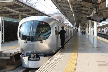 2019年3月16日。入間市駅。2番ホームで乗降扱いのLaview初列車の5レ。編成最後尾がこれですし、少し工事すれば1番ホームでの客扱いも可能と思いますが、そこまでする必要もないのかも。