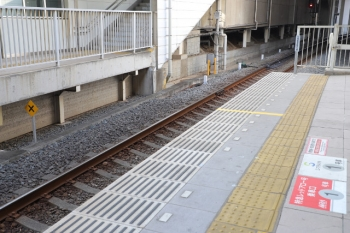 2019年3月16日。入間市駅。2番ホーム着発の下り特急列車にも適用の停止位置目標。