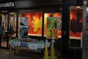 2019年3月16日。入間市。改札内コンコースにLaviewのプラレールが展示されてました。マクドナルドの前ですがハンバーガーとは無関係です。