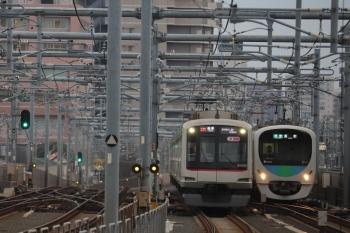 2019年3月21日。石神井公園〜練馬高野台。東急4105Fの6601レ(左)と32101F+38103Fの4109レ。