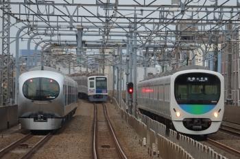 > 2019年3月23日。練馬高野台〜富士見台。左から001系の64レ、6112Fの6702レ、38110Fの5207レ。