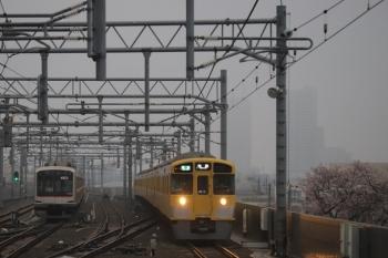 2019年3月31日 6時25分ころ。石神井公園。6番線で留置の東急5165Fと2089Fの4204レ(右)。