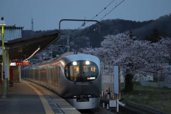 2019年4月7日。元加治。通過する001系の29レ。