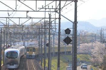 2019年4月13日 16時19分ころ。仏子〜元加治。001-B編成の下り回送列車(左)と2087Fの2158レ。