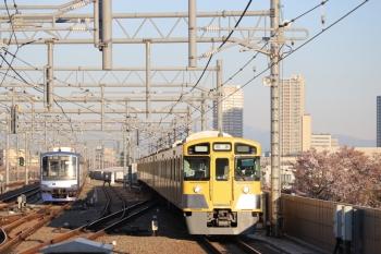 2019年4月13日。石神井公園。6番線で待機中のY511Fと2063Fの上り回送列車。