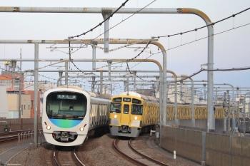 2019年4月14日。富士見台。2091Fの上り回送列車(右)と38112Fの5206レ。