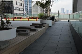 2019年4月18日。池袋。2階部分の公共スペース。