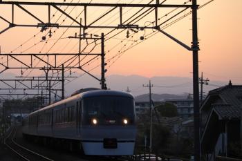 2019年4月20日。仏子〜元加治。10000系の上り特急 40レ。日没後の写真です。