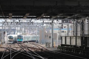 2019年4月21日。池袋。到着する40101Fの上り回送列車(右)と、発車した001-A編成の67レ。