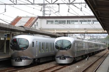 2019年4月27日 14時9分ころ。仏子。左が001-A編成の定期の28レ。中線は001-B編成の回送。飯能駅から回送されて14時0分着。
