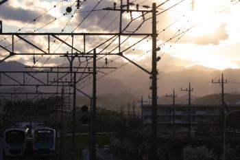 2019年4月27日。仏子〜元加治。40104FのS-Train 404レ。左は30000系の2151レ(池袋線には珍しく尾灯が点いてないです)。