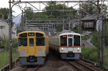 2019年4月27日。元加治。4007F+4013Fの2002レ(右)と2075Fの下り回送列車。いつもは2004レの発車後に下り回送列車が通過が多い印象です。