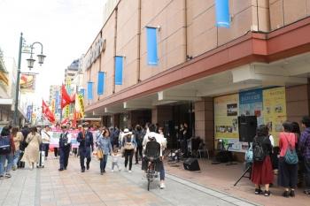 2019年5月1日 11時52分ころ。本川越駅の近くの商店街。