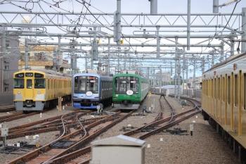 2019年5月1日。石神井公園。左から、2073Fの5207レ、5番線で折り返し待ちの横浜開港160年記念Y513F、6番線で留置中の東急5122F(緑)、9105Fの4102レ。