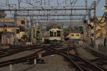 2019年5月3日 18時12分ころ。飯能。1番ホームから発車した4011F+4019Fの下り回送列車。5046レの折り返し。