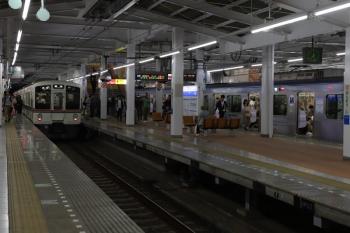 2019年5月3日 19時27分ころ。飯能。秩父から飯能駅2・3番ホームへ到着した5052レは4013Fの4連。多くの乗客がY513Fの4702レに乗り換えてました。
