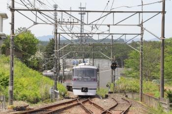 2019年5月3日 10時51分ころ。高麗。秩父へ発車した10111Fの下り特急「むさし65号」。