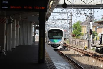 2019年5月5日 9時53分ころ。保谷。25番線から2番ホームへ入る38107Fの回送列車。