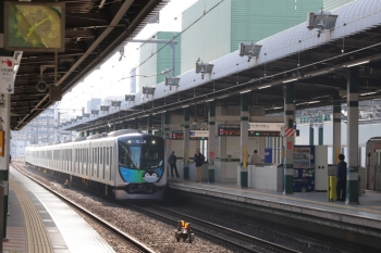 2019年5月5日 7時9分ころ。練馬。2番ホームへ到着する40103Fの下り回送列車。