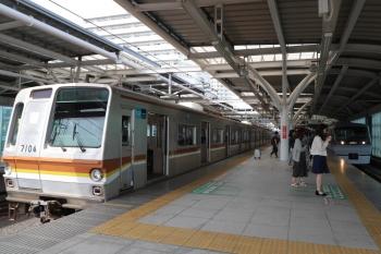 2019年5月5日。石神井公園。メトロ7004Fの6516レの横を通過する10109Fの上り回送列車(右)。