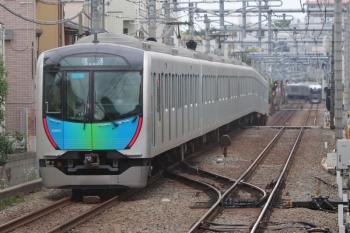 2019年5月6日 7時4分ころ。東長崎。40104Fの下り回送列車とLaview(B編成)の64レ。