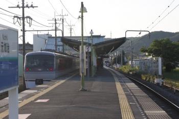 2019年5月10日 5時43分ころ。元加治。2レ(左)と下り回送列車の10000系同士のすれ違い。