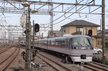 2019年5月11日 16時10分ころ。西所沢。1番ホームへ到着する10110Fの臨時特急87レ。4356レの到着を待って西武球場前駅へ発車して行きました。